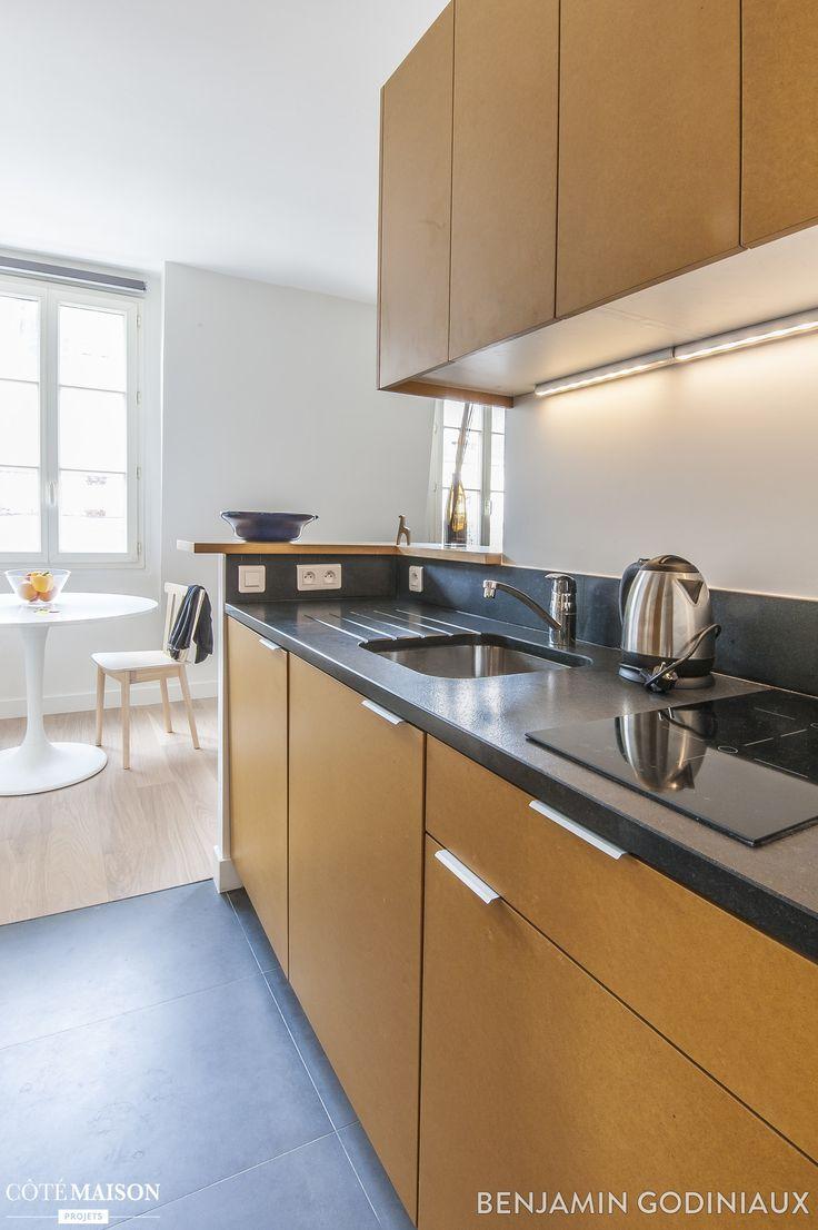 Une cuisine ouverte en longueur et en bois cuisine for Petite cuisine equipee
