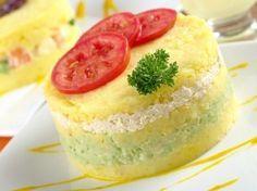 Картофельное пюре с сыром, луком и помидорами