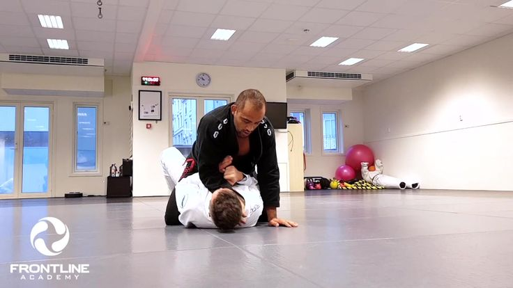 Uke 45 - Bergen - Beginners - Cross choke and armbar setup from mount -