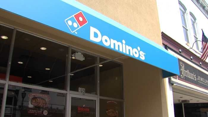 Dominos Pizza Bedford 109 North Bridge Street Bedford, VA 24523 540-587-5555 Pizza, Salads and Grab and Go Items. Dine In, Delivery and Carry Out. Hours: Sunday – Thursday 10:00am to 11:00pm, Friday and Saturday 10:00am to 12:00am. Lobby closes at 10:00pm.