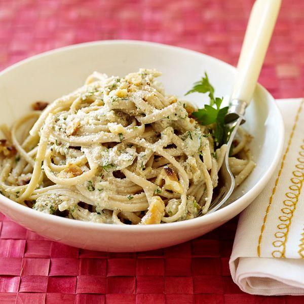 Lekker! Pasta met een saus van walnoten en de Parmezaanse kaas maakt het helemaal af. #WeightWatchers #WWrecept #najaar