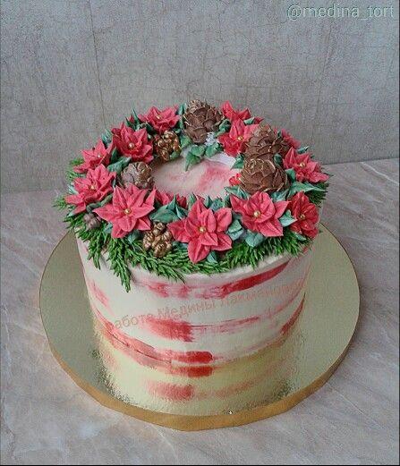 Рождественский кремовый торт; в инстаграмме @ medina_tort;