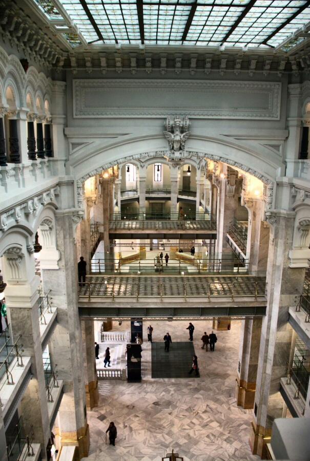Interior del renovado Palacio de Cibeles en la plaza de Cibeles de Madrid