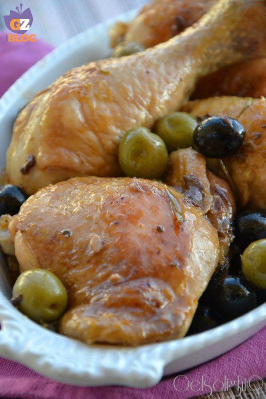 Pollo alle olive, una ricetta semplice, veloce ma deliziosa, con olive nere e verdi.