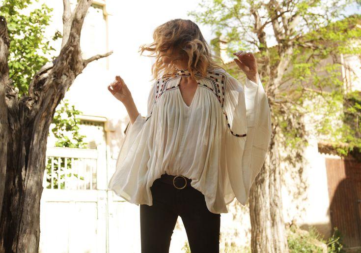 . Blusa / Blouse: Cortefiel (HERE) . Jeans: Zara DIY . Bolso / Bag: Saint Laurent . Botines / Boots: Topshop