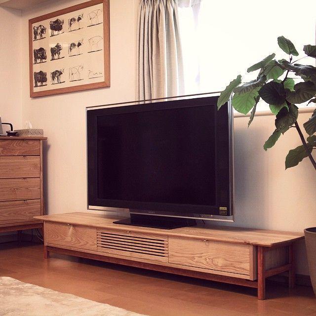 . KKDローボード /(KKD low boad)  KKDローボードをお客様のお部屋に合わせて制作致しました。 幅200cm、高さ30cm、奥行42cmと、オーダーメイドならではのサイズに。 テレビ周りもグッと引き締まった印象になりました。  #ローボード#テレビ台#テレビボード#片井家具道具#京都#新築#住宅#マイホーム#インテリア#家具#オーダー家具#木工#暮らし#ハンドメイド#デザイン#lowboad#sideboard#woodworking#woodwork#interier#furniture#handmade#design