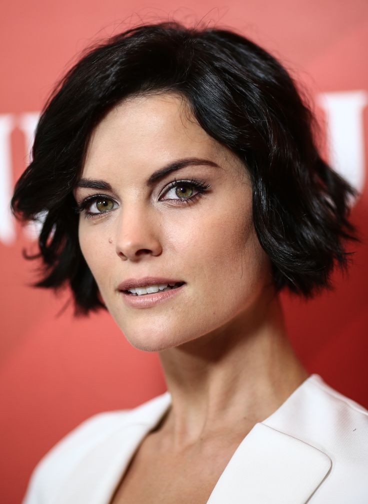 Jaime Alexander A sweet layered bob that's just the right right length and style for angular faces. Pro tip: a little bit of waving action with a flat iron is the best way to nab this style if you've got straight strands.