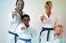 Familie beim Karate