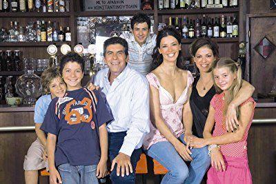 Giannis Bezos, Katerina Lehou, Petros Bousoulopoulos, Aris Tsapis, Savvas Salipas, Evi Daelli, and Ioanna Pilihou in Eftyhismenoi mazi (2007)