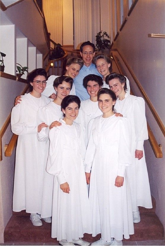 "FLDS: Warren's ""marriage"" to seven stepmothers on the 15th October 2002, full-length: (back row) Michelle Barlow Jeffs, Warren Jeffs, Velvet Jessop Jeffs; (second row): Clea Maureen Steed (not a ""bride""; I have no idea why she's there), Alissa Steed Jeffs, Shanna Zitting Jeffs, and Anna Mae Blackmore Jeffs; (front row}: Lorraine Roundy Jeffs, and Asenath Jessop Jeffs"