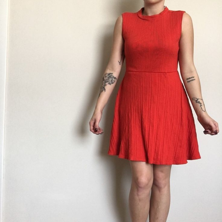 New York & Company dress. 100% cotton, in excellent condition.  Size: Small  I am 5'3 and 125 lbs for model reference.  Or...