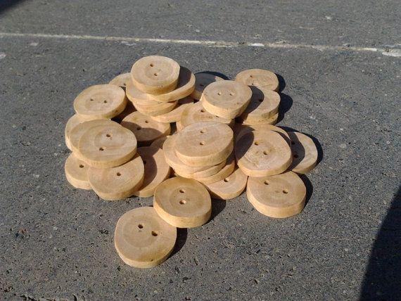 Bottoni in legno d'ulivo diametro 2 cm ca. / Olive wood di Gesti, €0.67