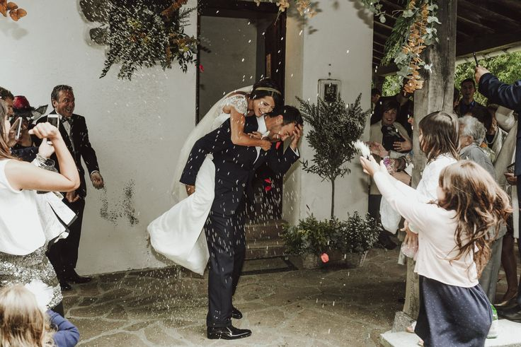 HAPPINESS   A magical wedding celebrated just outside San Sebastian, in Usategieta, a rural farm with family atmosphere.