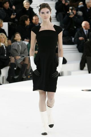 Chanel Spring 2006 Couture Fashion Show - Hilary Rhoda (OUI)