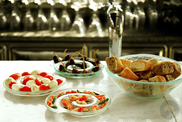 #Swirl #Plate Swirl clear round glass plates designed by www.the-glass-co.com . Great for appetizers and seafood presentation! Code: S3-C2-02-X40 Ask us at info@myglassstudio.com