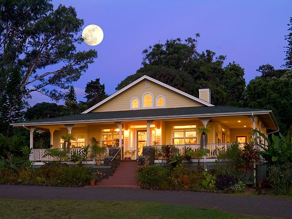 25 best images about hawaiian plantation homes on for Hawaiian plantation style homes