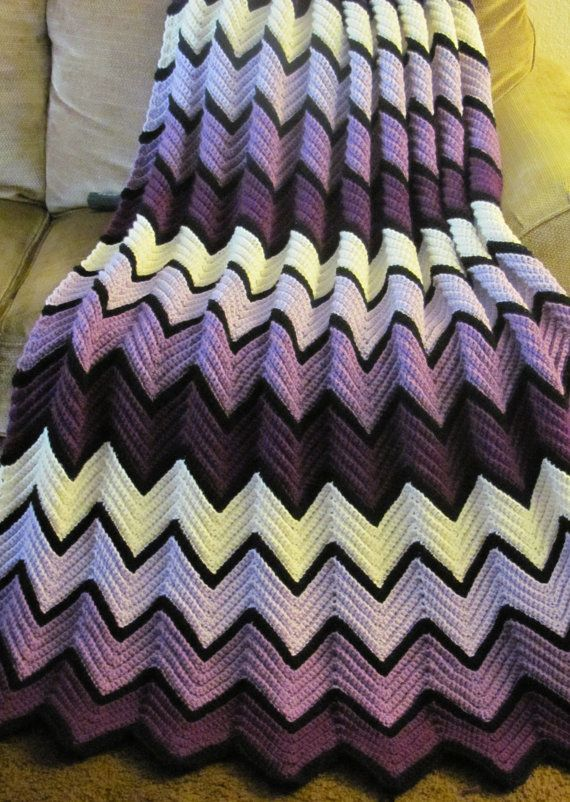 If I have a girl I'd love my aunt to make me a baby blanket like this!