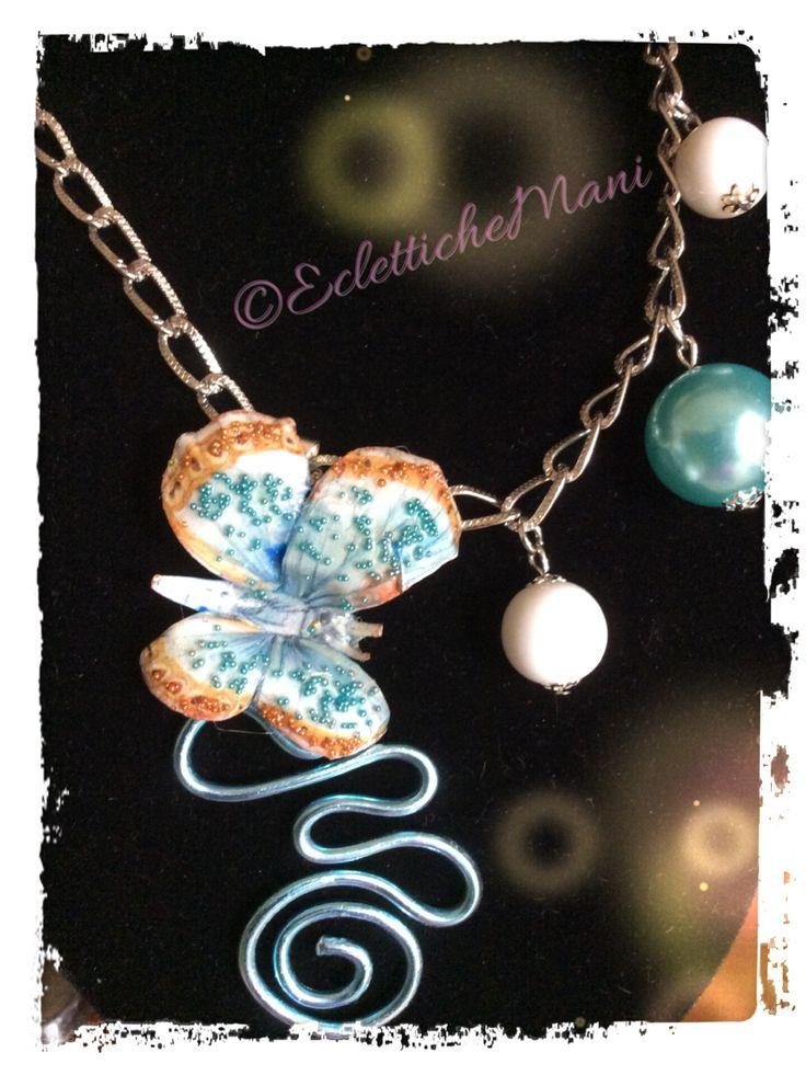 Collana in sospeso trasparente: la farfalla