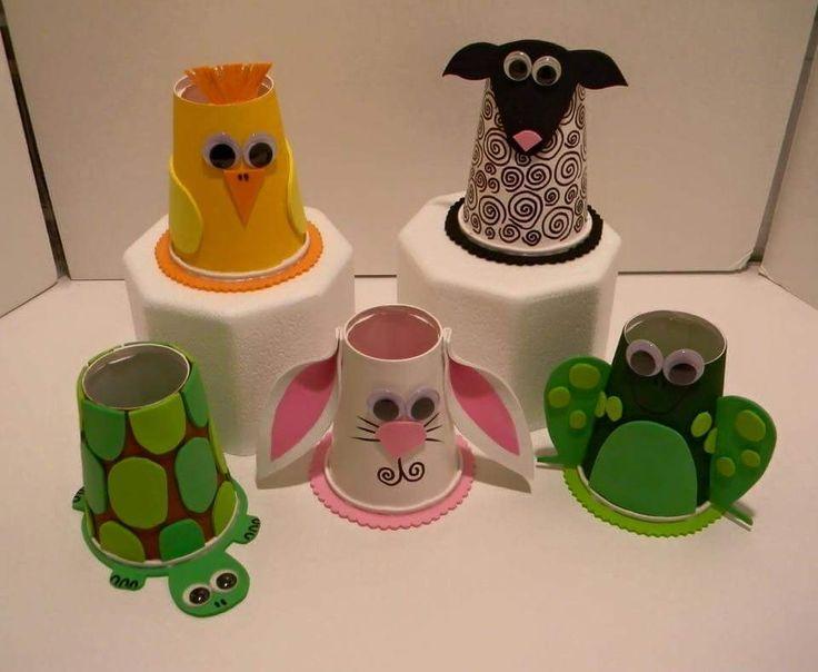 Creatividad al poder con vasos de plástico