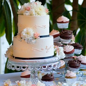 Google Image Result for http://www.delish.com/cm/delish/images/yY/pink-piping-two-tiered-wedding-cake-theknot0211-lg.jpg