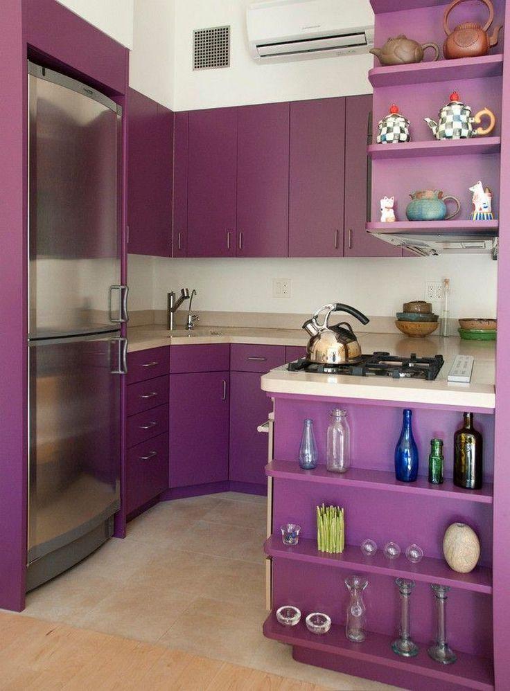 cuisine en U en violet avec frigo américain et plaques de cuisson à gaz