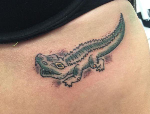 ... Alligator und Krokodil Tattoos kommen in einer Vielzahl von Farben und