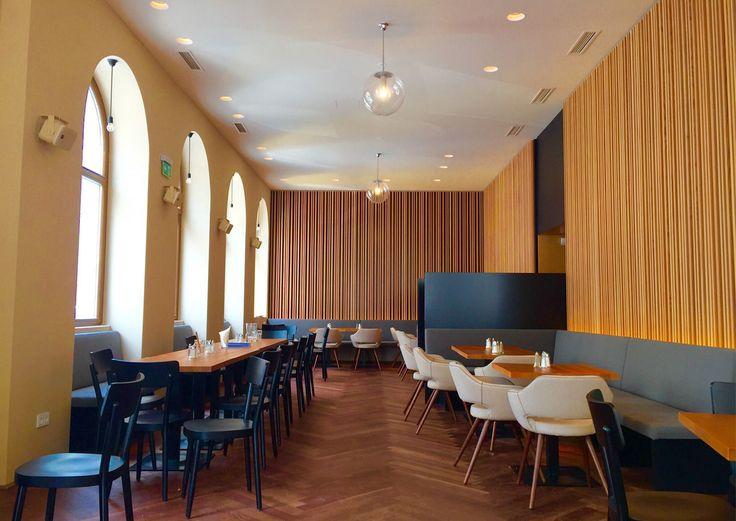 DER DOPPELTE EDUARD SERVIERT WELTKÜCHE Quell-Wirt Eduard Peregi schloss in Rudolfsheim-Fünfhaus eine Bedarfslücke. Er eröffnete Das Eduard, eine Mischung aus Frühstückscafé, Mittagslokal und Bar.