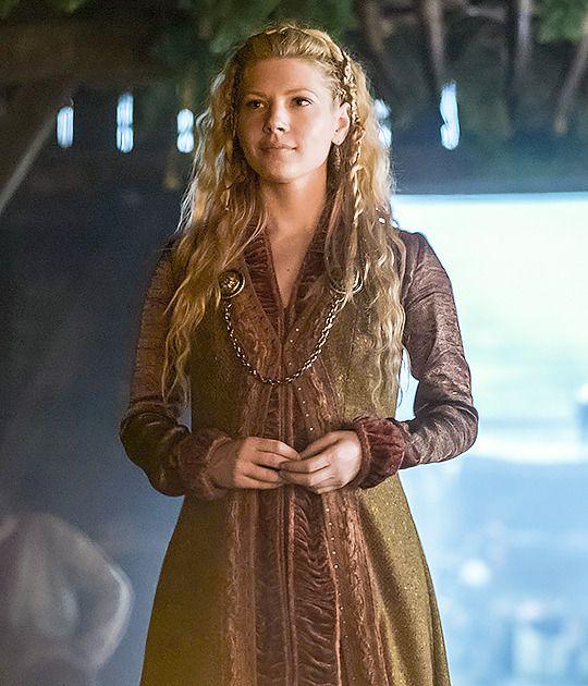 — Katheryn Winnick as Lagertha – Vikings season 4 -…