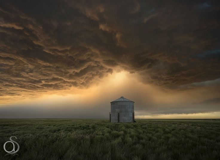 High Plains Supercell - A supercell thunderstorm over the higher region of the…