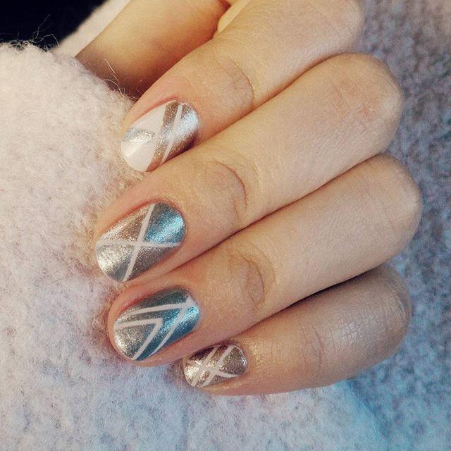 :small_red_triangle: ____________________________________________ #notd #stripingtape #nailsoftheday #nailart #mixnmatch #mixingmetals #stripes #stripingtapemani #stripenailart #nailpolishobsessed  #pinksilverandgold #mixnmatchnails