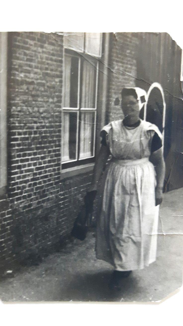 Op weg naar de winkel. Janna Oreel. Oud-Sabbinge, jaren 60.