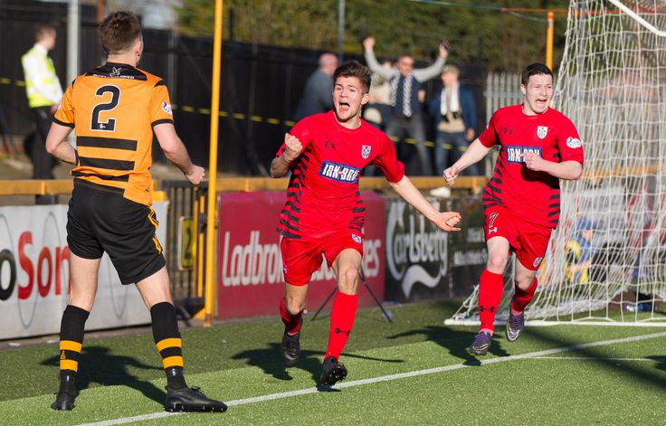Queen's Park's Ewan MacPherson celebrate scoring during the Ladbrokes League One game between Alloa Athletic and Queen's Park