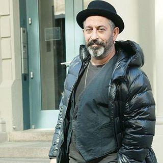 Pazartesi Sendrom. Ama gününüz güzel başlasın. #cemyilmaz #arifve216 #cmylmzfikirsanat #cmylmz #karizma #sakal #türkiyestyle #gülüs #sanat #ıstanbulgecelerı #gqturkiye #komedi #film #sinema http://turkrazzi.com/ipost/1520125052283127055/?code=BUYka5bggUP