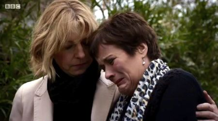 Holby City (18/36) Bernie comforts Serena after Digby's funeral