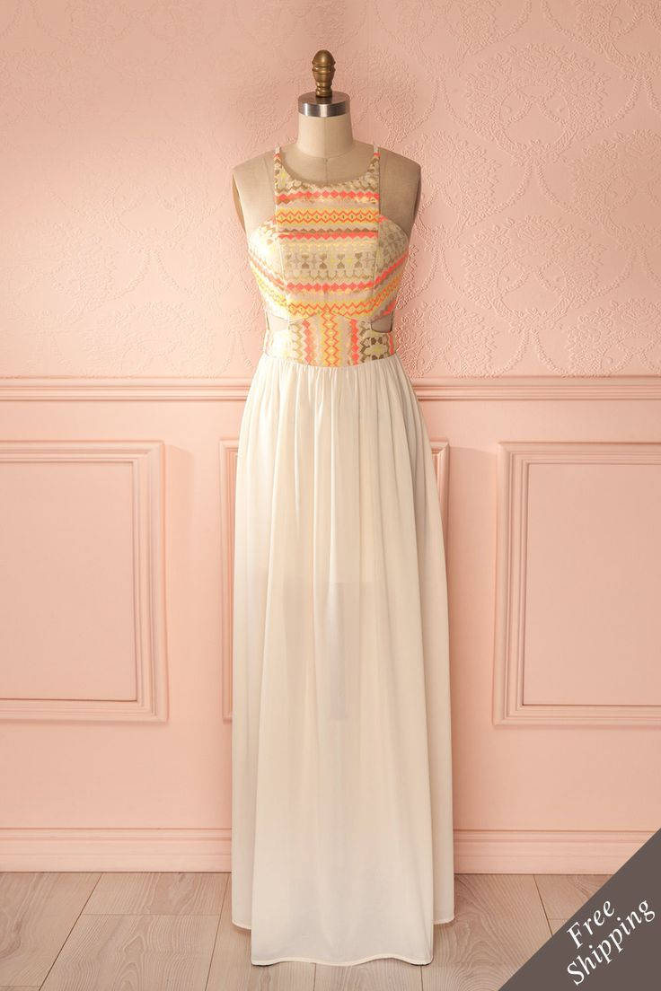 L'épouse du soleil se pare de voiles légers et d'or. The wife of the Sun adorns herself with light veils and gold. Beige, neon and gold patterned maxi dress www.1861.ca