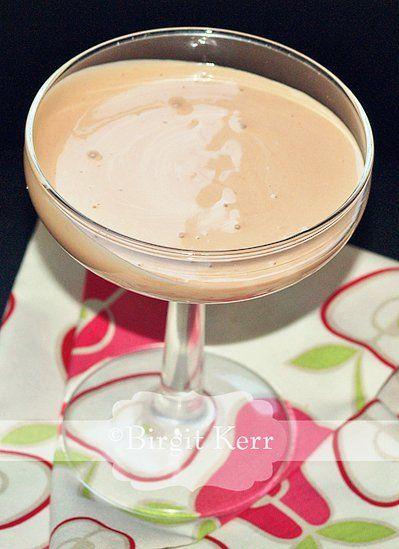 Japanese Pink Sauce: Ingredients  1 cup (225 ml) mayonnaise  3 tbsp (45 ml) white sugar  3 tbsp (45 ml) rice vinegar  2 tbsp (30 ml) melted butter  3/4 tsp (4 ml) paprika  1/3 tsp (2 ml) garlic powder  Preparation  In a small bowl, combine mayonn