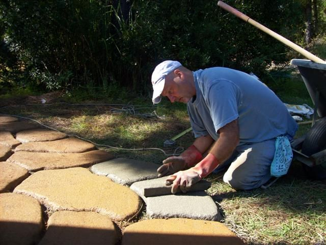 17 best ideas about concrete path on pinterest concrete Round wooden stepping stones