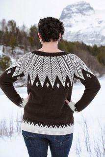 Knittingpattern in norwegian. Beatiful sweater in ecolabeled yarn från Rosy green wool - Cheeky merino joy.