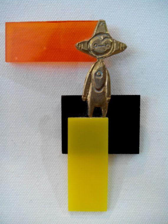 Brooch, little allien figurine. Bronze, perspex