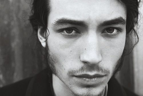 Image de ezra miller, black and white, and sexy
