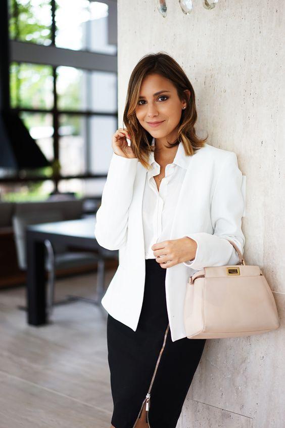 Look Profesional Mujer Joven Vstir Para Entrevista De Trabajo