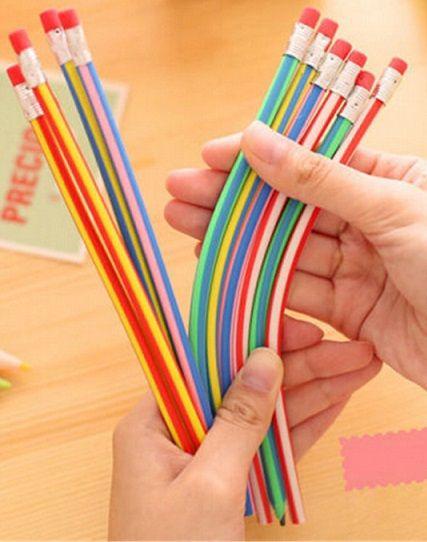 Hajlítható, rugalmas színes ceruza készlet radírral. Ha véletlenül ráülünk, nem törik el, ha leejtjük, nem törik el benne a grafit. Vagy ha rövid a...