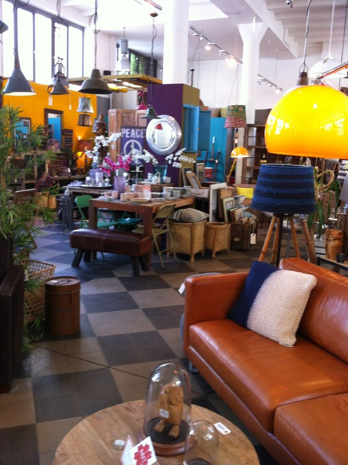 Die Wohngeschwister - Old piano factory full of shabby chic boho style, vintage and accessoiries