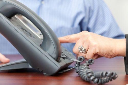 Rivoluzione nelle case, addio al vecchio telefono fisso: Ecco quando sparirà per legge a cura di Redazione - http://www.vivicasagiove.it/notizie/rivoluzione-nelle-case-addio-al-vecchio-telefono-fisso-sparira-legge/