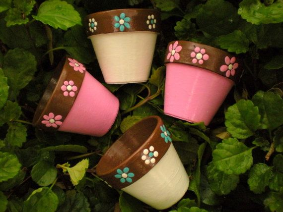 Small Flower Pots for Wedding Favors   or home decor - soo cute and casual