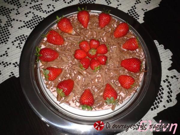 Παγωμένο τσιζκεικ φράουλας με cookies σοκολάτας #sintagespareas #cheesecake #fraoules #sokolata