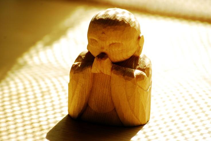 【手作りのお地蔵さん】  南三陸町の復興支援の活動でお知り合いになった、一救さんからいただいた、木造りのお地蔵さん。手掘りで彫ったものを頂戴しました。東北の復興を祈っています。