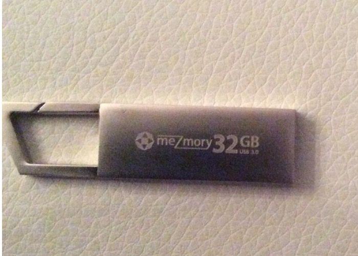 "meZmory - 32GB ""Grab"" USB 3.0 Speicherstick Clip"