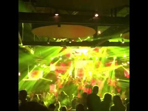 club 22 πάνος κιάμος, νίκος νουρκούλης - goout.gr - 211.850.3680 http://www.goout.gr/mpouzoukia-pistes/club22