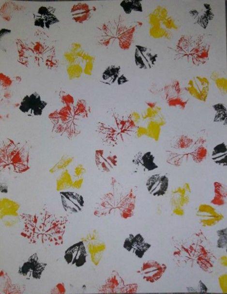 Textura n° 1 : Hecha con la técnica de sello y con una hoja natural de una enredadera que parece la hoja de la bandera de Canadá, el sello se  complementa con sellos de una hoja ovalada utilizando pinturas acrílicas naranja, amarillo y negro sobre hojas de papel bond tamaño carta